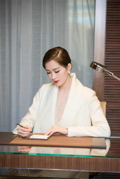 Váy áo khiến mỹ nữ Việt bị hiểu nhầm hở hang - 2