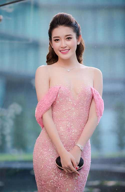 Váy áo khiến mỹ nữ Việt bị hiểu nhầm hở hang - 4