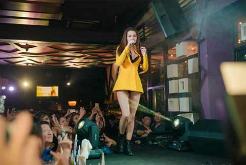 Váy áo khiến mỹ nữ Việt bị hiểu nhầm hở hang - 14