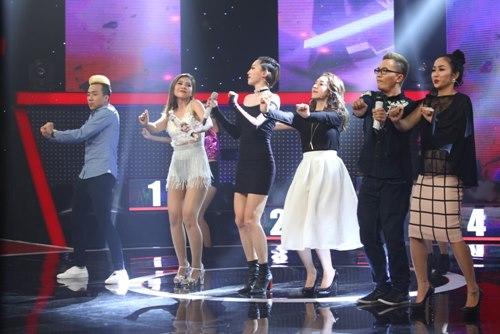 """Tóc Tiên """"gục ngã"""" trên sân khấu vì nữ DJ bốc lửa - 5"""