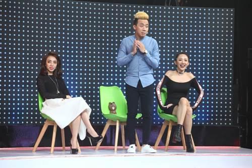 """Tóc Tiên """"gục ngã"""" trên sân khấu vì nữ DJ bốc lửa - 1"""