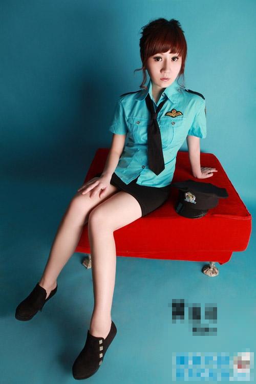 Bất ngờ với 3 người đẹp showbiz từng là tiếp viên hàng không - 15