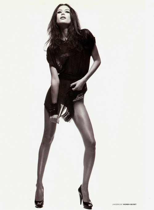 Dân tình phát sốt vì mỹ nữ sexy gác chân qua cổ CR7 - 5
