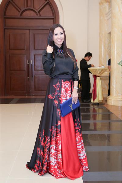"""Choáng váng ngắm """"núi"""" hàng hiệu của Hoa hậu Thu Hoài - 2"""