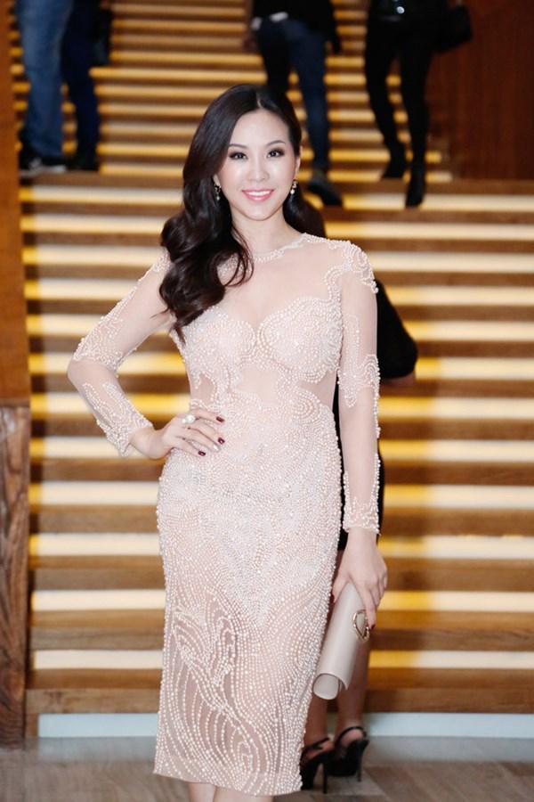 """Choáng váng ngắm """"núi"""" hàng hiệu của Hoa hậu Thu Hoài - 1"""