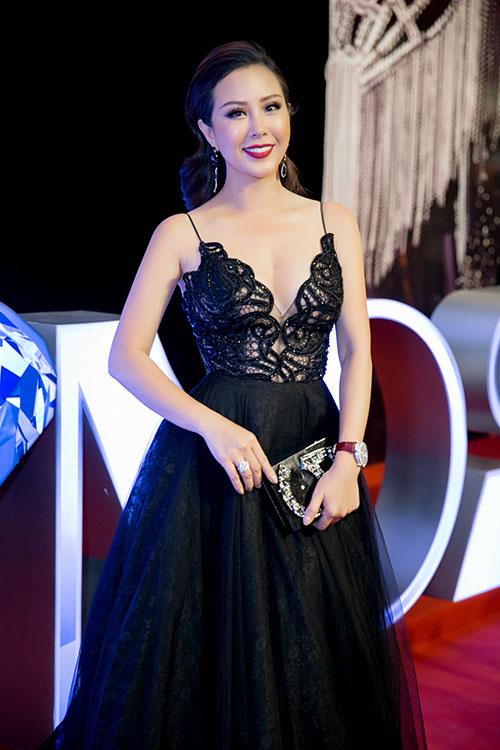 """Choáng váng ngắm """"núi"""" hàng hiệu của Hoa hậu Thu Hoài - 5"""