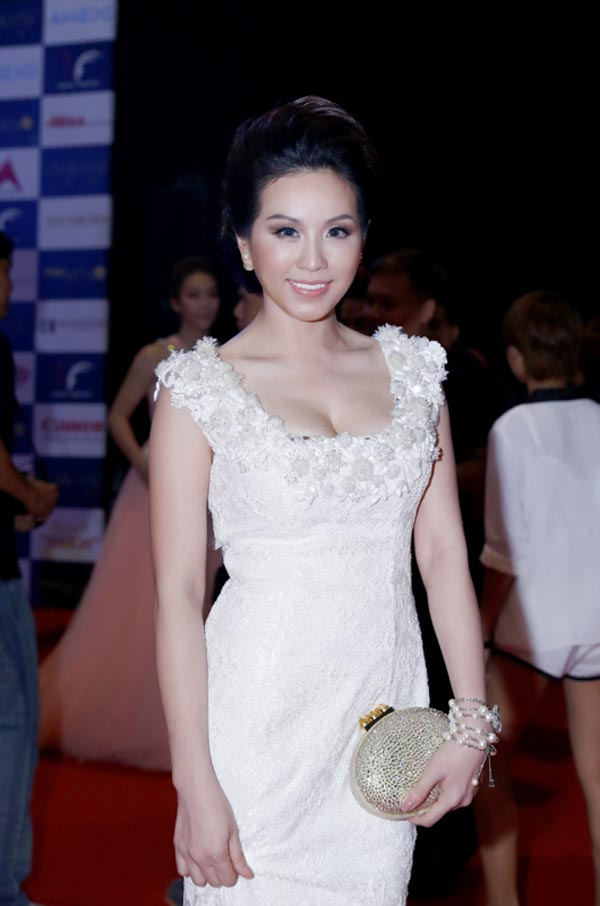 """Choáng váng ngắm """"núi"""" hàng hiệu của Hoa hậu Thu Hoài - 6"""