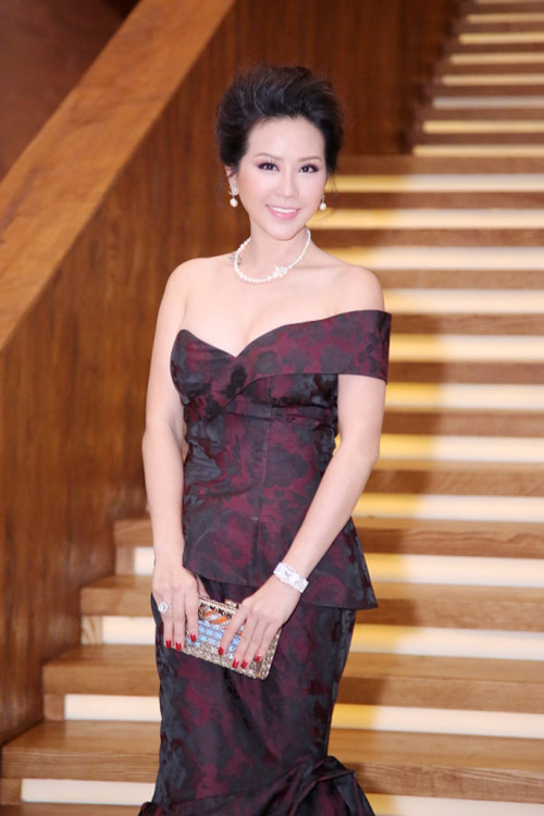 """Choáng váng ngắm """"núi"""" hàng hiệu của Hoa hậu Thu Hoài - 10"""