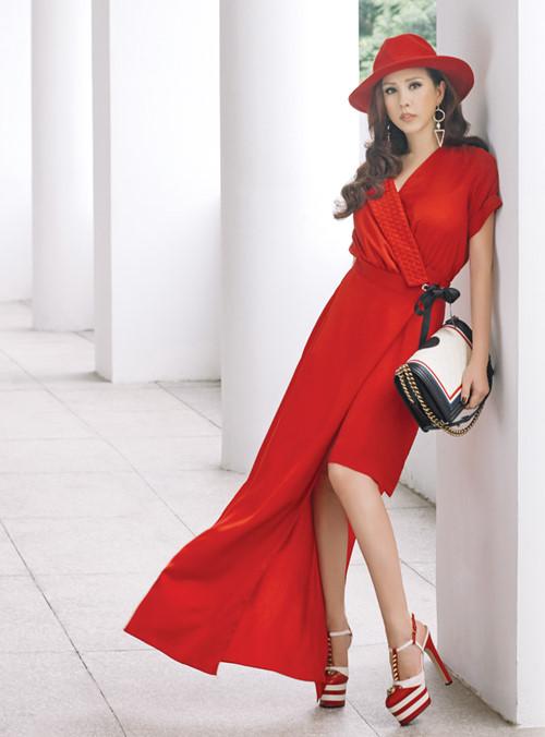"""Choáng váng ngắm """"núi"""" hàng hiệu của Hoa hậu Thu Hoài - 11"""