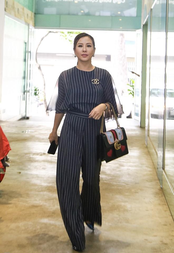 """Choáng váng ngắm """"núi"""" hàng hiệu của Hoa hậu Thu Hoài - 15"""