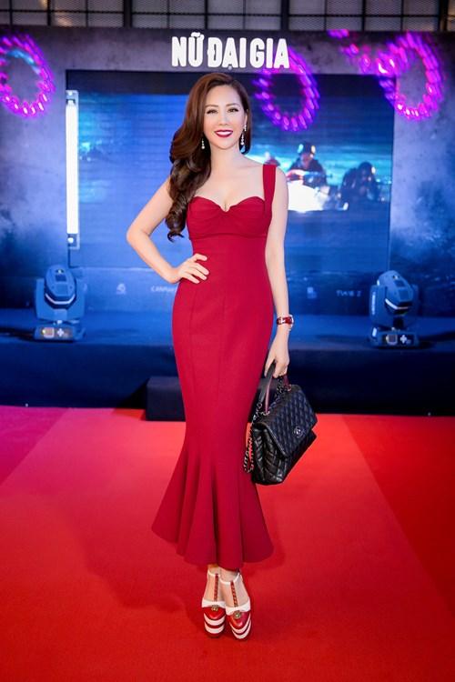 """Choáng váng ngắm """"núi"""" hàng hiệu của Hoa hậu Thu Hoài - 13"""