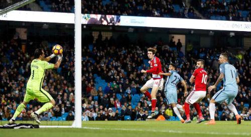 Man City mất ngôi đầu: Pep Guardiola đang bối rối - 1
