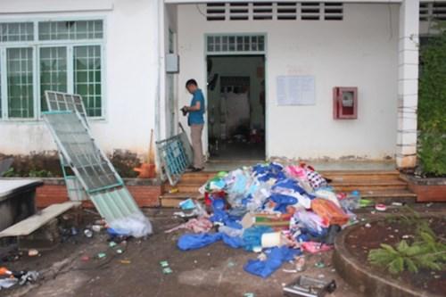 Đã bắt hơn 30 học viên cai nghiện đập phá trại, trốn ra ngoài - 4