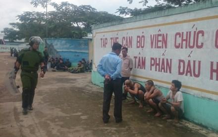 Đã bắt hơn 30 học viên cai nghiện đập phá trại, trốn ra ngoài - 1
