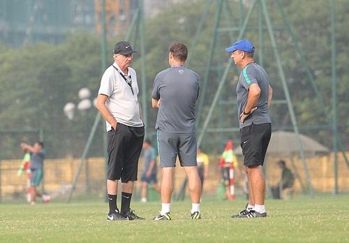 HLV Alfred Riedl bình luận về ĐT Việt Nam trước AFF Cup - 2