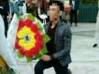 Bi kịch của chàng trai lấy hoa tang lễ cầu hôn