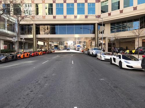 Gia Lai Team khoe dàn siêu xe Lamborghini khủng trên đất Mỹ - 3
