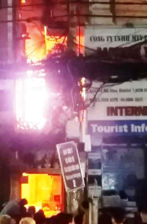 Cháy nhà khu phố Tây, nghi do thanh niên ngáo đá đốt - 1