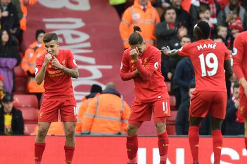 """Liverpool """"lên đỉnh"""" sau 916 ngày & 7 thống kê """"điên rồ"""" - 1"""
