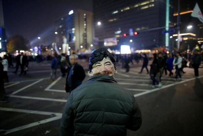 10 vạn người HQ đổ ra đường yêu cầu tổng thống từ chức - 4