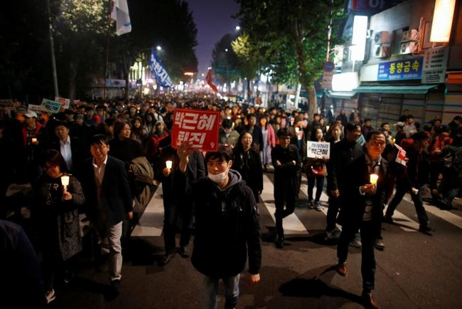 10 vạn người HQ đổ ra đường yêu cầu tổng thống từ chức - 5