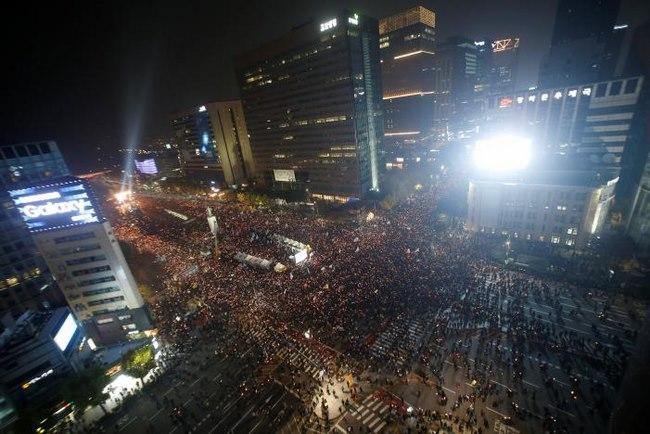 10 vạn người HQ đổ ra đường yêu cầu tổng thống từ chức - 6