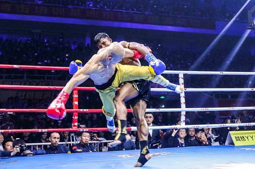 """Báo Thái, Trung Quốc: Yilong thắng """"bẩn"""", Buakaw bị """"dính đòn"""" - 6"""