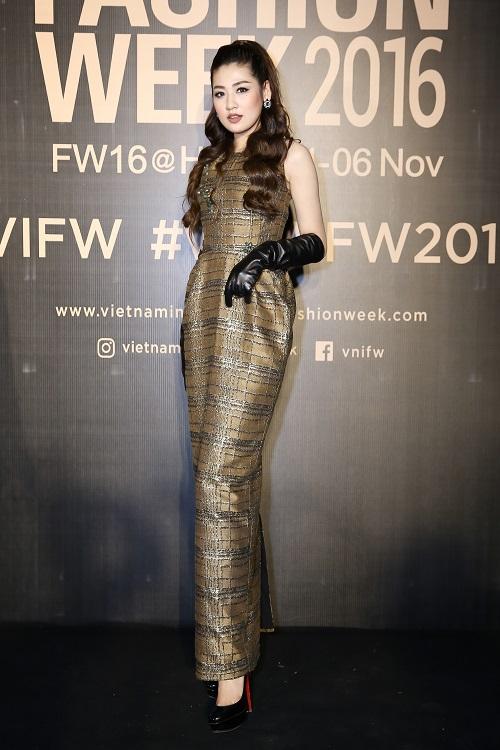 Nam Em hóa gái Nhật hững hờ đầm cúp ngực trên sàn catwalk - 11