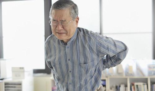Đau xương khớp ở người cao tuổi - Hãy quan tâm nhiều hơn - 1