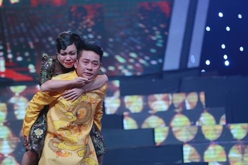Việt Hương khóc như mưa trên truyền hình khi nhắc đến cha - 2