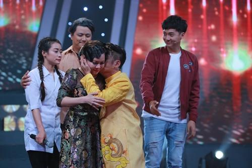 Việt Hương khóc như mưa trên truyền hình khi nhắc đến cha - 3