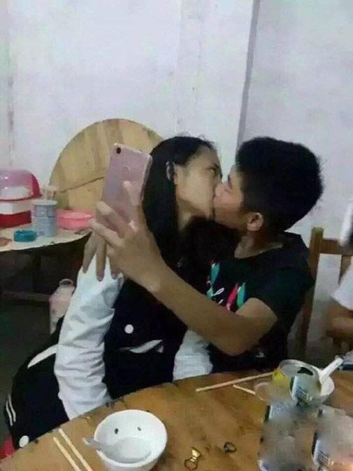Sốc: Học sinh TQ hôn nhau ngấu nghiến trên bàn nhậu - 3