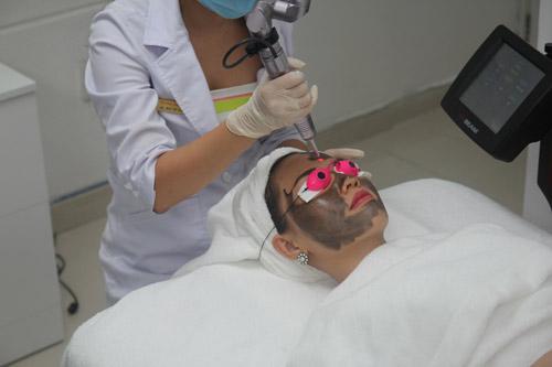 Tín đồ làm đẹp phát sốt với trao lưu thải độc da Detox Laser - 2