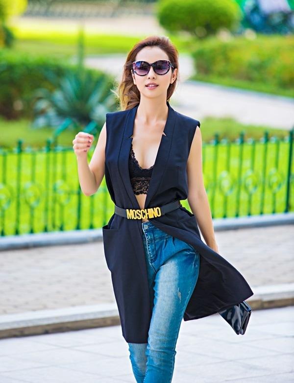 Mỹ nhân Việt sexy cực độ khi diện áo ngực ra đường - 8