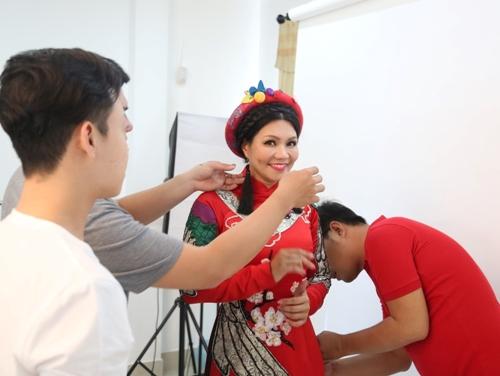 """Nghệ sĩ Ngọc Huyền bất ngờ về Việt Nam ngồi """"ghế nóng"""" - 1"""