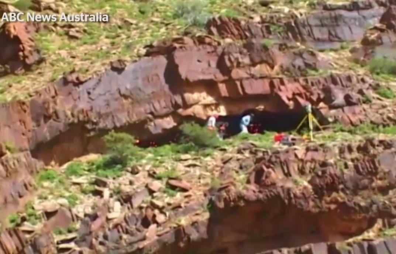 Úc: Đi vệ sinh, vô tình thấy hang trú ẩn 49.000 năm tuổi - 3