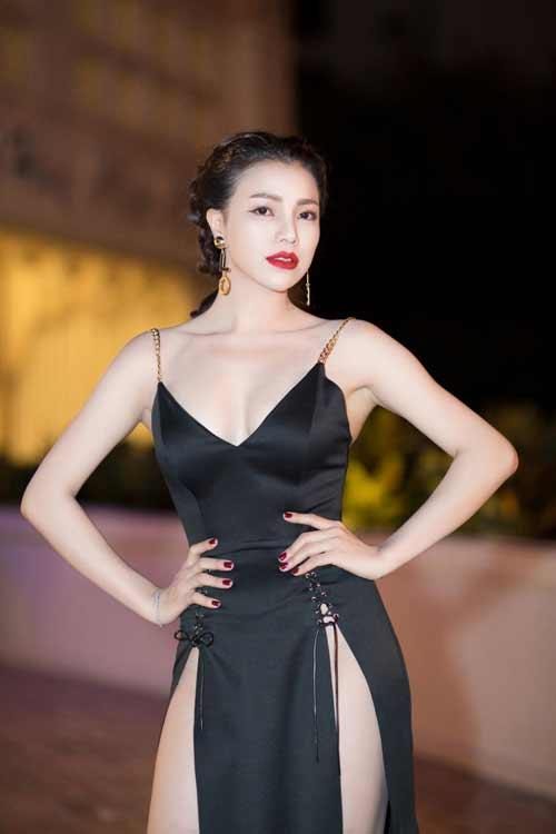 """""""Thót tim"""" vì váy xẻ hông cao táo bạo của mỹ nhân Việt - 2"""
