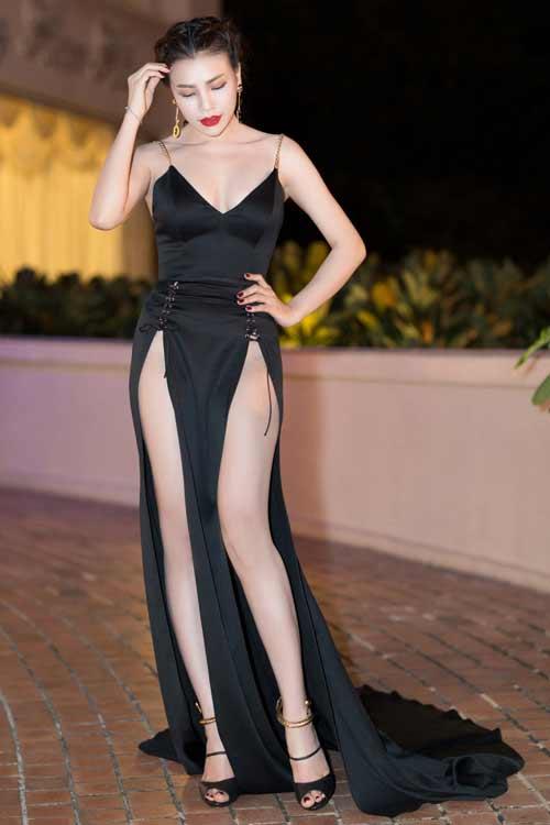 """""""Thót tim"""" vì váy xẻ hông cao táo bạo của mỹ nhân Việt - 1"""