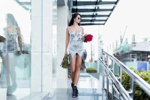 """""""Thót tim"""" vì váy xẻ hông cao táo bạo của mỹ nhân Việt - 11"""
