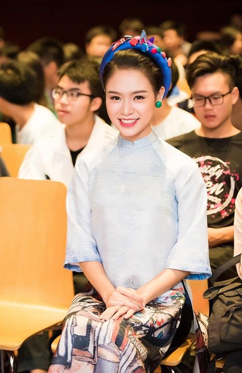 """Hoa - á hậu HHVN 2016, ai nói tiếng Anh """"đỉnh"""" nhất? - 5"""