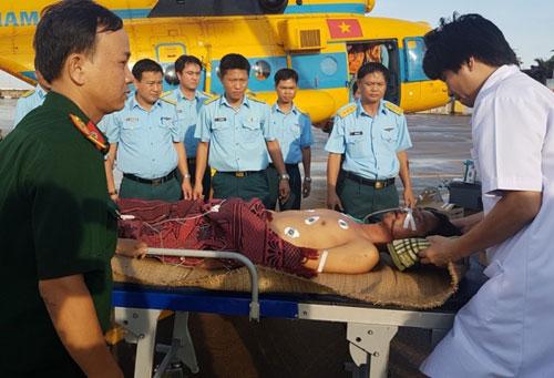 Điều trực thăng chuyển bệnh nhân ở đảo Song Tử Tây về TP.HCM - 1