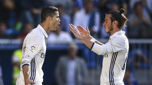 Ronaldo gia hạn, báo thân Barca lôi Messi ra so sánh - 2