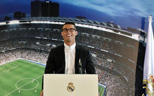 Ronaldo ký hợp đồng mới với Real, 1 bàn đủ mua biệt thự - 1