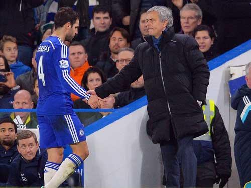 """""""Đốm lửa"""" ở MU: Mourinho đừng lại """"tự thiêu"""" - 2"""