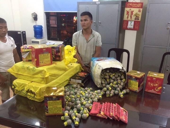 Hà Nội: Gần 500 quả pháo hình lựu đạn bị CSGT bắt giữ - 1
