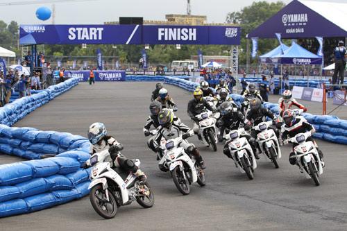 """Kịch tính đến ngẹt thở với giải đua xe """"Yamaha GP Racing"""" - 1"""