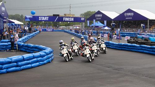 """Kịch tính đến ngẹt thở với giải đua xe """"Yamaha GP Racing"""" - 2"""