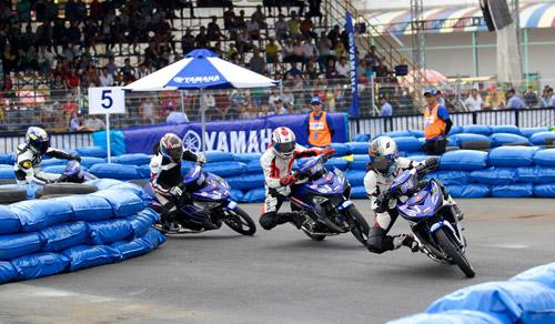 """Kịch tính đến ngẹt thở với giải đua xe """"Yamaha GP Racing"""" - 3"""
