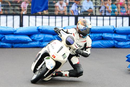 """Kịch tính đến ngẹt thở với giải đua xe """"Yamaha GP Racing"""" - 4"""