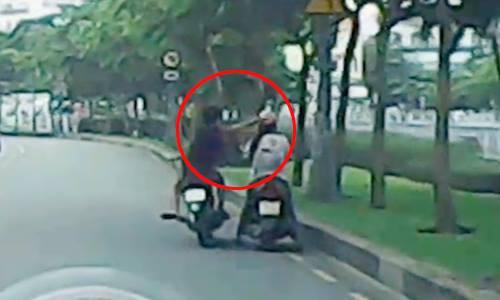 Clip: Những pha cướp giật điện thoại táo tợn trên phố - 1